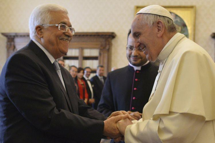 Papa recebe Mahmud Abbas no Vaticano (REUTERS)