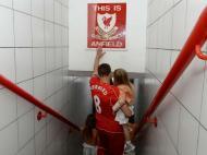 O adeus de Gerrard (fonte: twitter do Liverpool)