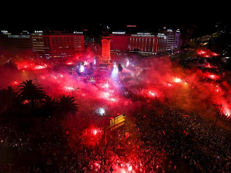 Benfica: a festa no Marquês de Pombal  (Lusa)