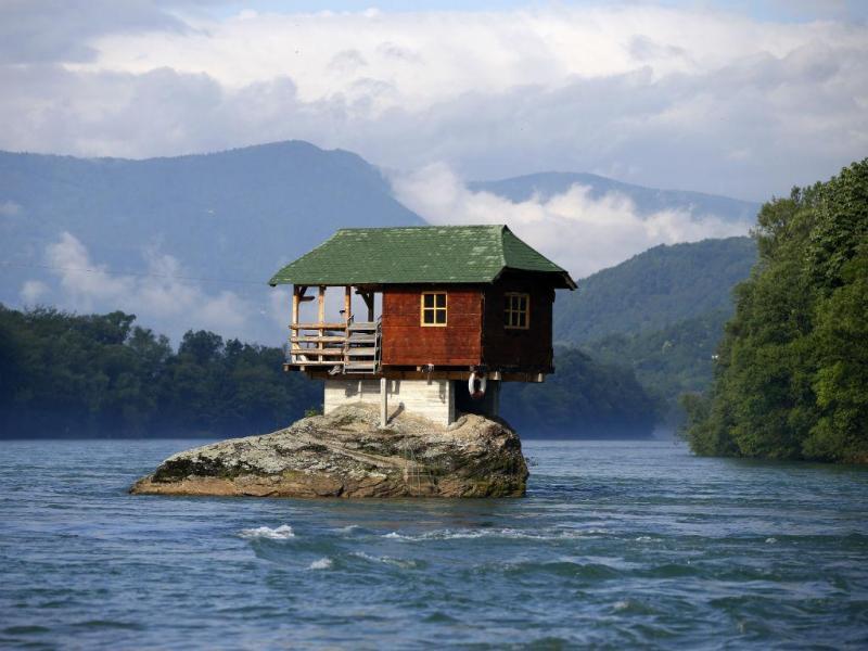 Uma casa do lago na Sérvia (Reuters)