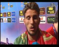 Carriço leva beijo de Nicolás Pareja após a final da Liga Europa