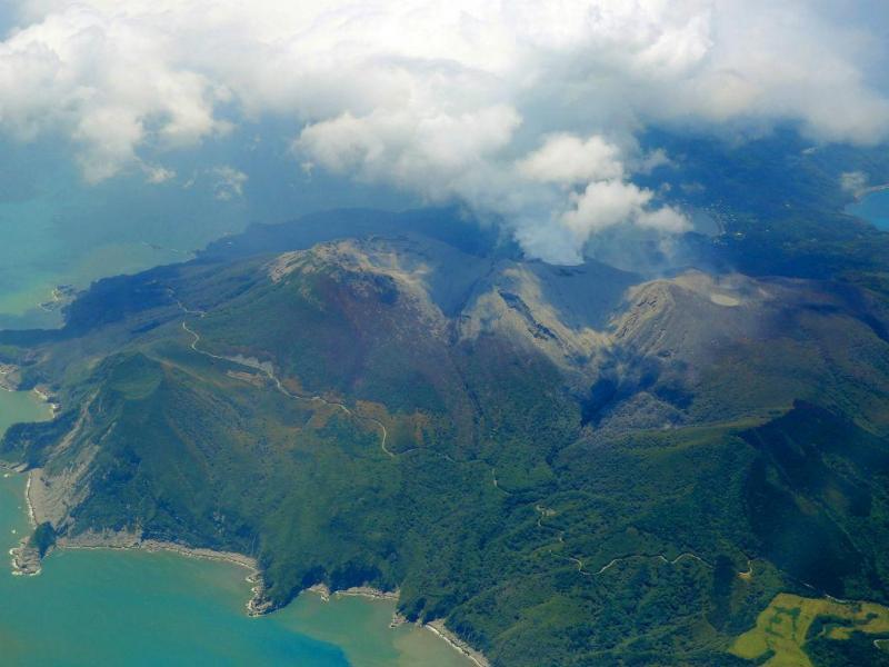 Ilha japonesa evacuada após erupção do vulcão Shindake (Reuters)