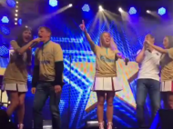 Arshavin tenta cantar