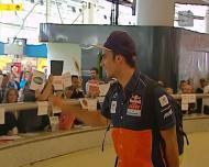 Miguel Oliveira chega ao aeroporto em clima de euforia