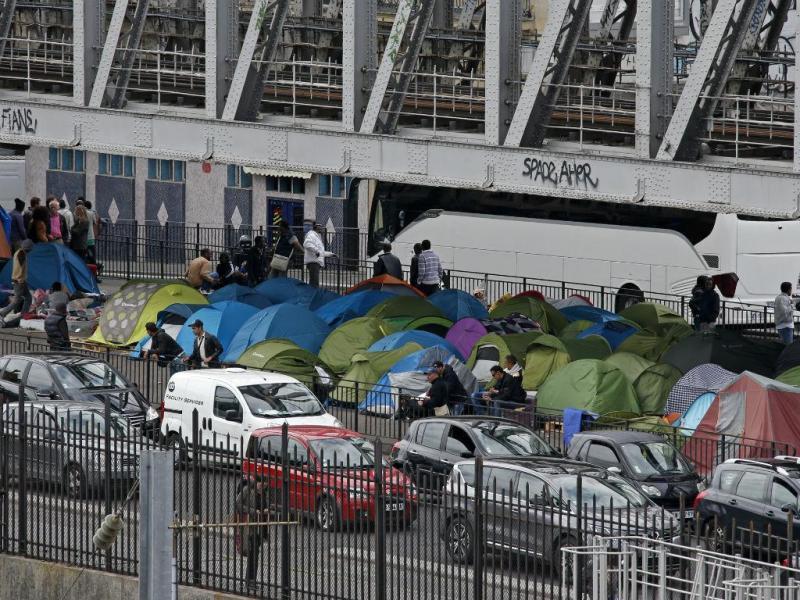 Imigrantes em Paris (Reuters)