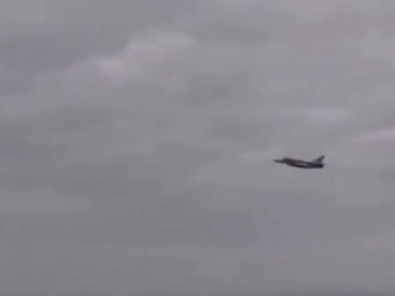 Caça russo passa rasante sobre navio de guerra dos EUA na Crimeia (youtube)