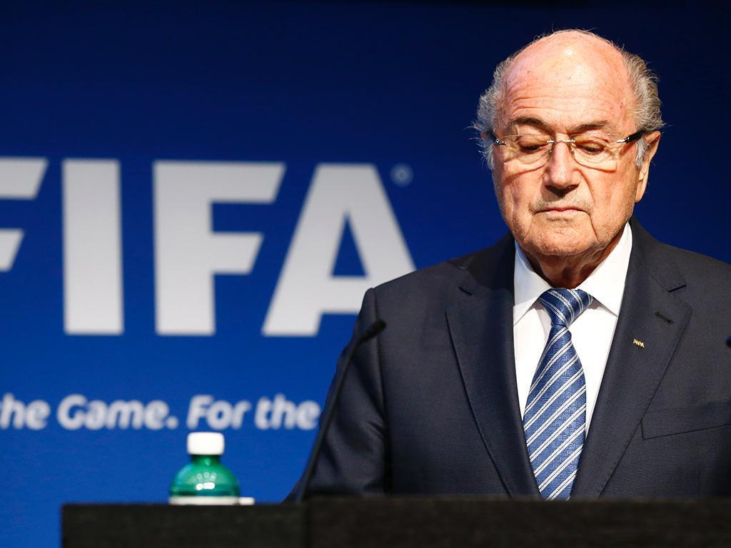 Blatter demite-se da presidência da FIFA