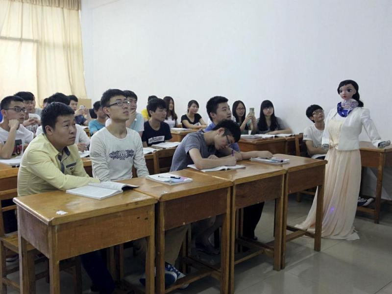 Universidade chinesa dá a primeira aula lecionada por robô (Reuters)