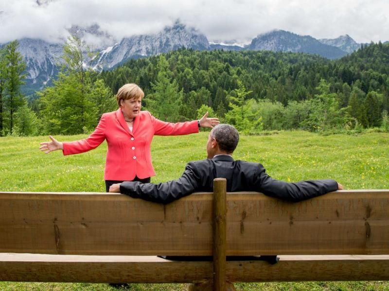 Merkel e Obama numa pausa na cimeira do G7 (EPA/Michael Kappeler)