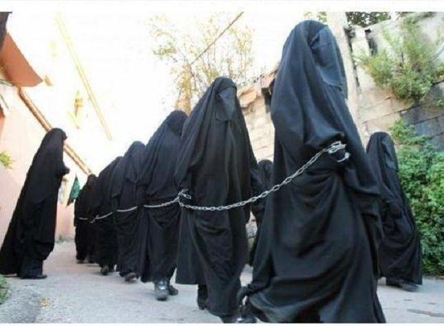 Jihadistas continuam a vender raparigas em mercado de escravos