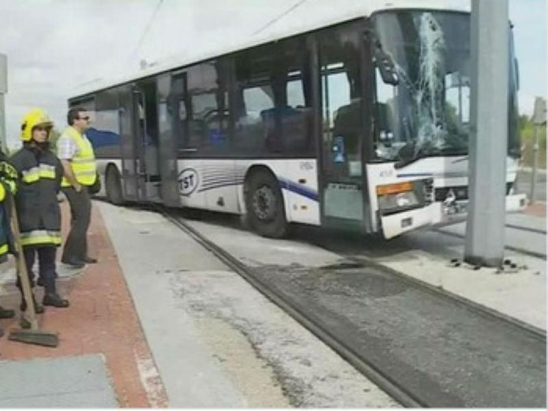 Metro e autocarro chocam em Almada [Twitter]