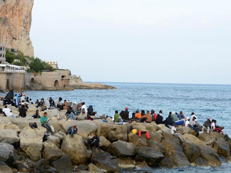 Imigrantes ilegais em Ventimiglia, junto à fronteira da Itália com a França