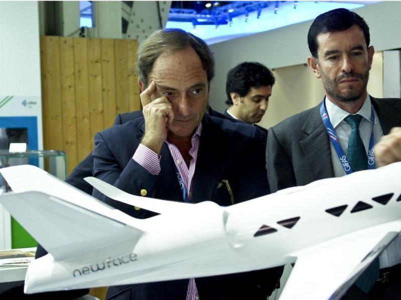 Paulo Portas visita o Salão Internacional da Aeronáutica e do Espaço, em Le Bourget (Carina Branco / Lusa)