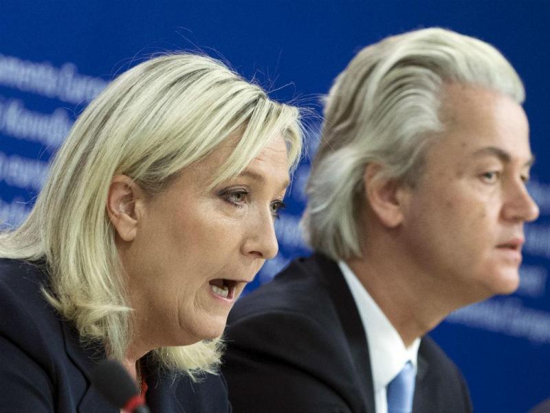 Marine Le Pen, da Frente Nacional francesa, e Geers Wilders, do PVV holandês, anunciam criação de um grupo parlamentar de extrema-direita do Parlamento Europeu (Reuters)