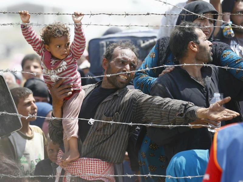 Refugiados sírios tentam chegar à Turquia (Reuters/Umit Bektas)