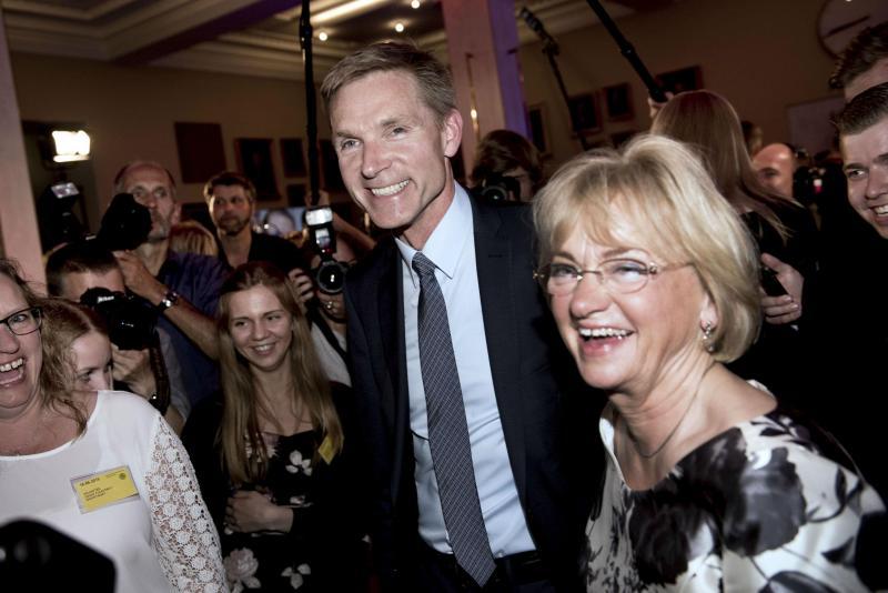 Kristian Dahl, líder do Partido Popular Dinamarquês festeja nomeação para primeiro-ministro do reino nórdico (Reuters)