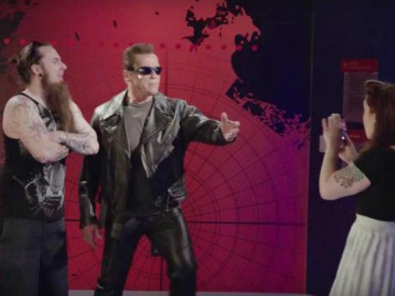 Arnold Schwarzenegger assusta fãs [Youtube]