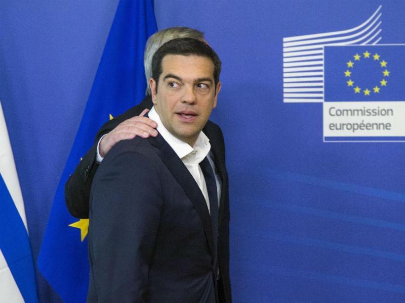 Tsipras e Juncker (Reuters)