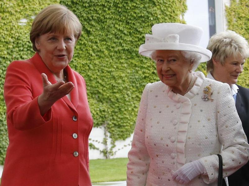 A rainha Isabel II e a chanceler Angela Merkel (Reuters)