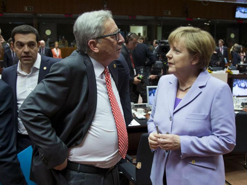 Alexis Tsipras, Jean Claude Juncker e Angela Merkel (Reuters)