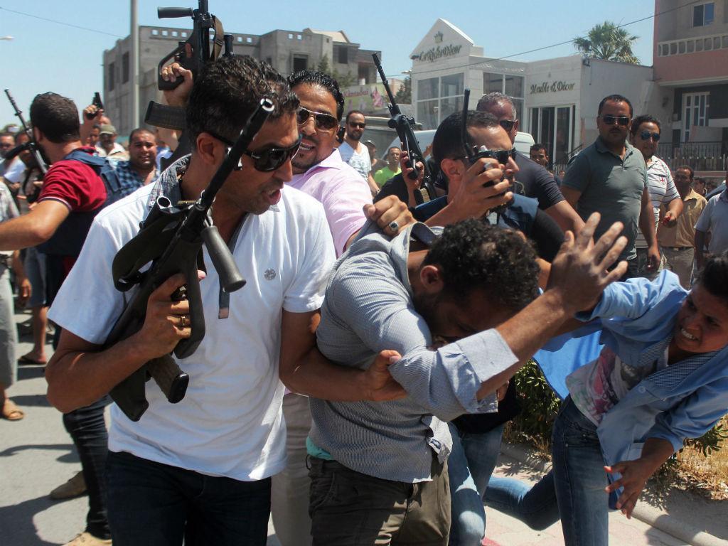 Vários mortos e feridos em ataque em praia tunisina (EPA)