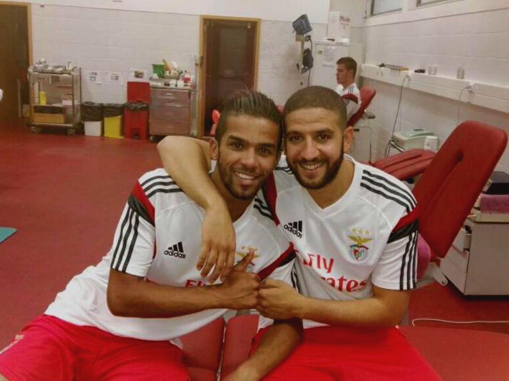 Carcela e Taarabt (foto: Facebook do SL Benfica)