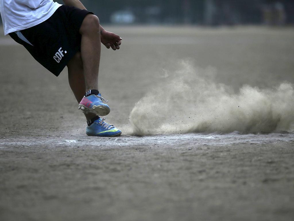 Futebol de rua no Chile (REUTERS)