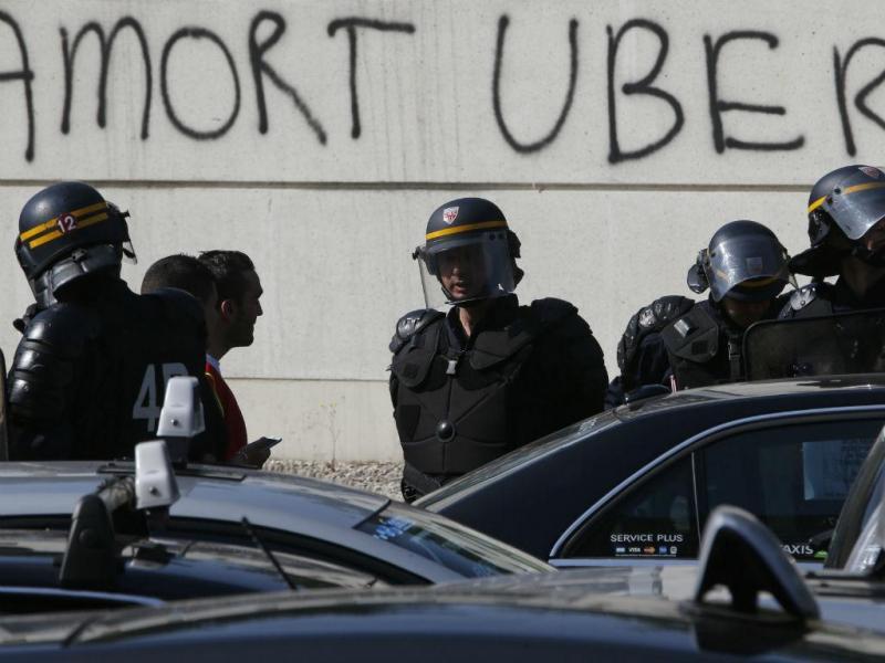 UberPop suspenso em França  Foto: Reuters / Charles Platiau