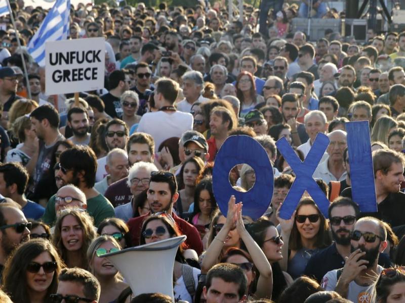 Confrontos durante os protestos na Grécia [Reuters]