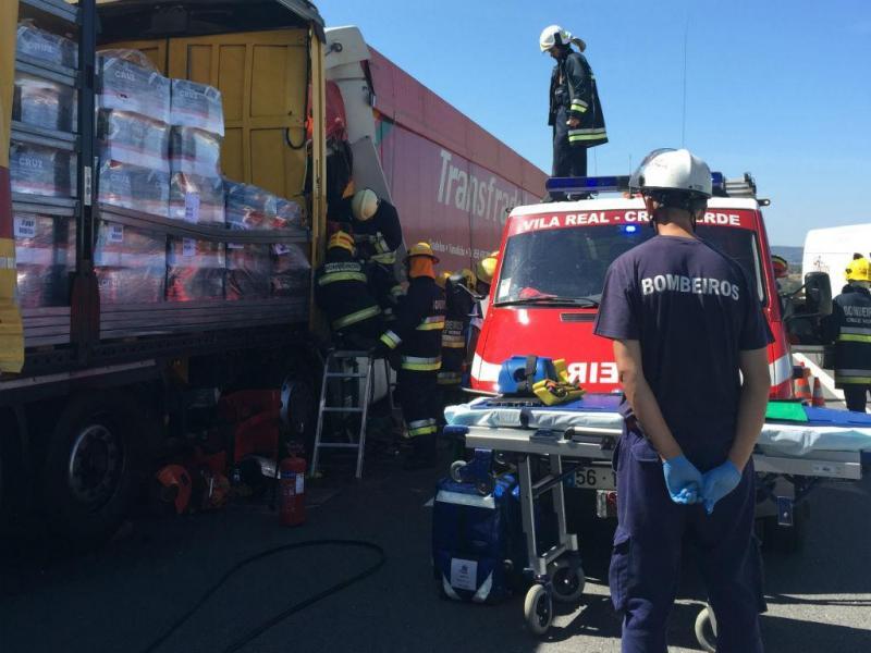 Acidente entre dois camiões na A4 (Fotos Miguel Cabral TVI)