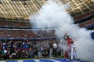 Douglas Costa na apresentação do Bayern Munique (Reuters)
