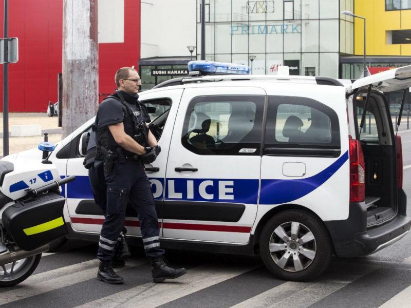 Homens armados tomaram de assalto loja da Primark (Lusa/EPA)