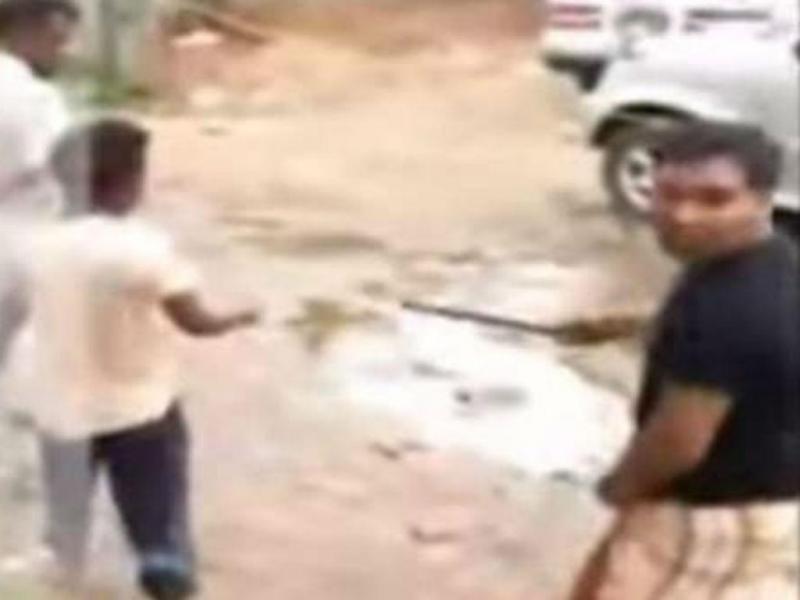 Vídeo de linchamento de rapaz com 13 anos gera protestos no Bangladesh