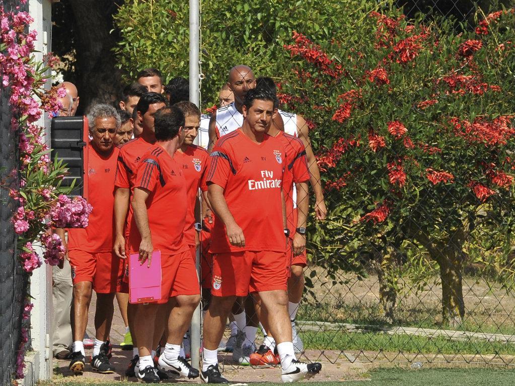 Banho de multidão no treino do Benfica