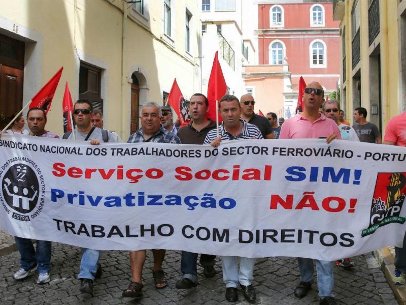 Manifestação dos trabalhadores da EMEF e CP Carga (LUSA)