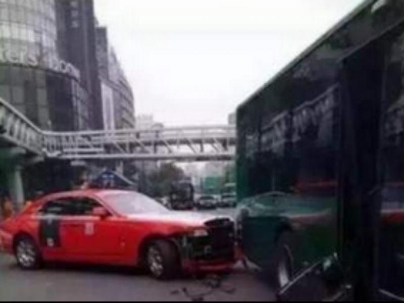 Psy envolvido em acidente de viação na China (Foto publicada pela Sky News)