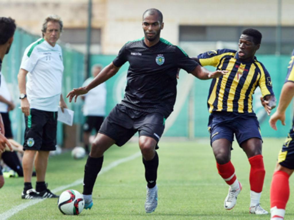 Naldo em ação frente ao Atlético
