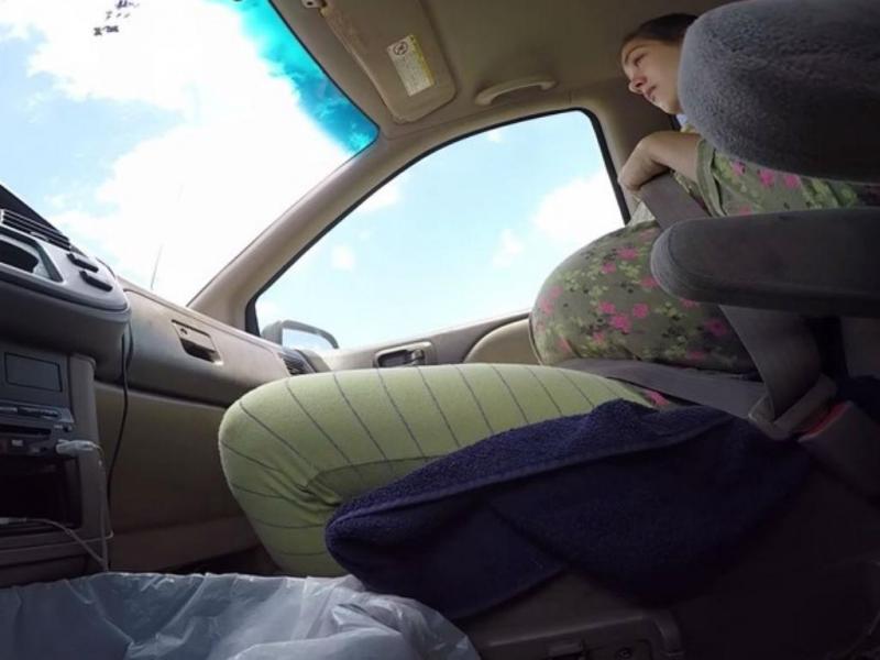 Casal filma nascimento do filho no carro em andamento (Reprodução YouTube)