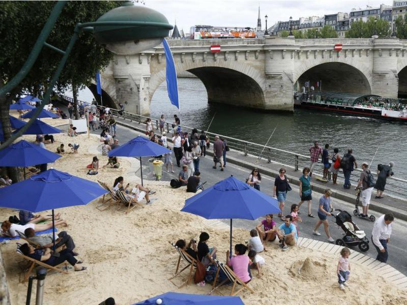 Paris inaugura praia urbana [Fonte: Reuters]