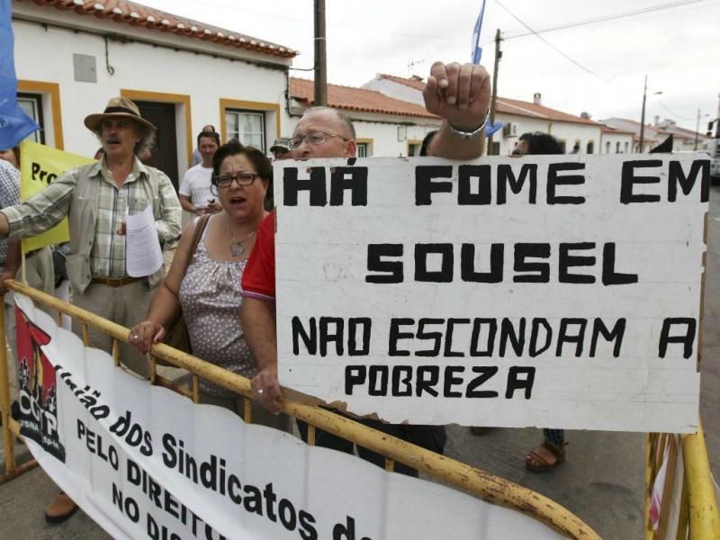 Cavaco recebido com protestos (LUSA)