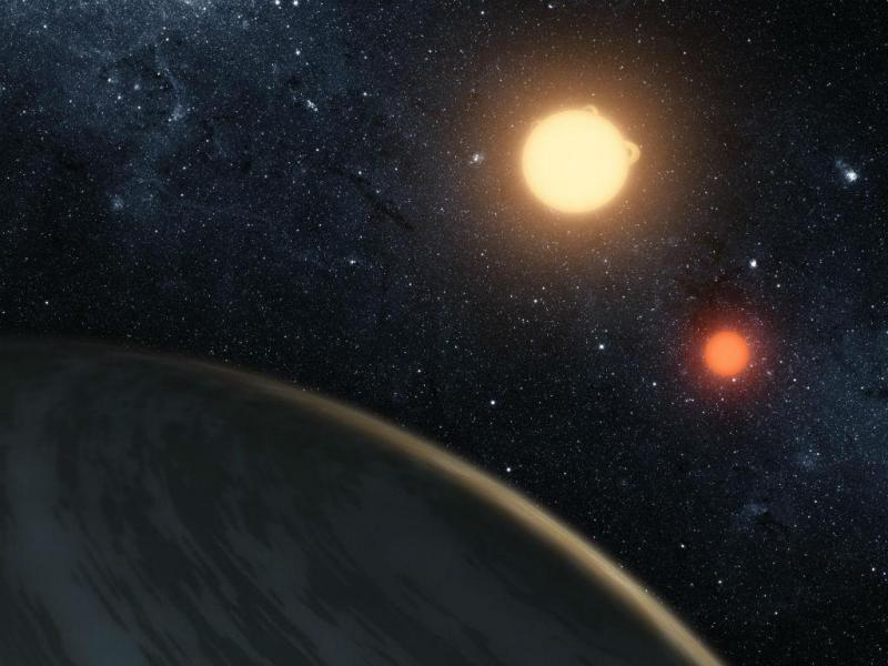 Planeta Kepler-16b, o primeiro planeta conhecido a orbitar em torno de duas estrelas [Fonte: REUTERS/NASA/JPL-Caltech/T. Pyle]