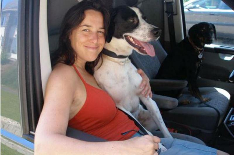 Mulher quer casar com o seu cão (Foto: PA Real Life)