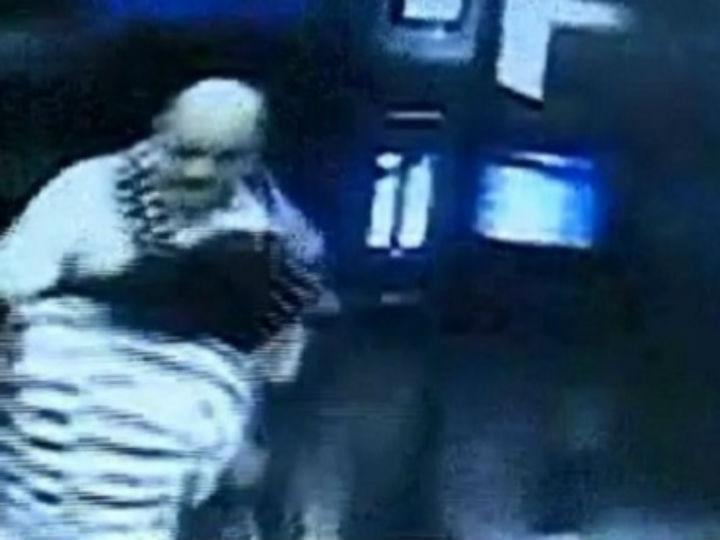 Homem agrediu ex-funcionária no elevador
