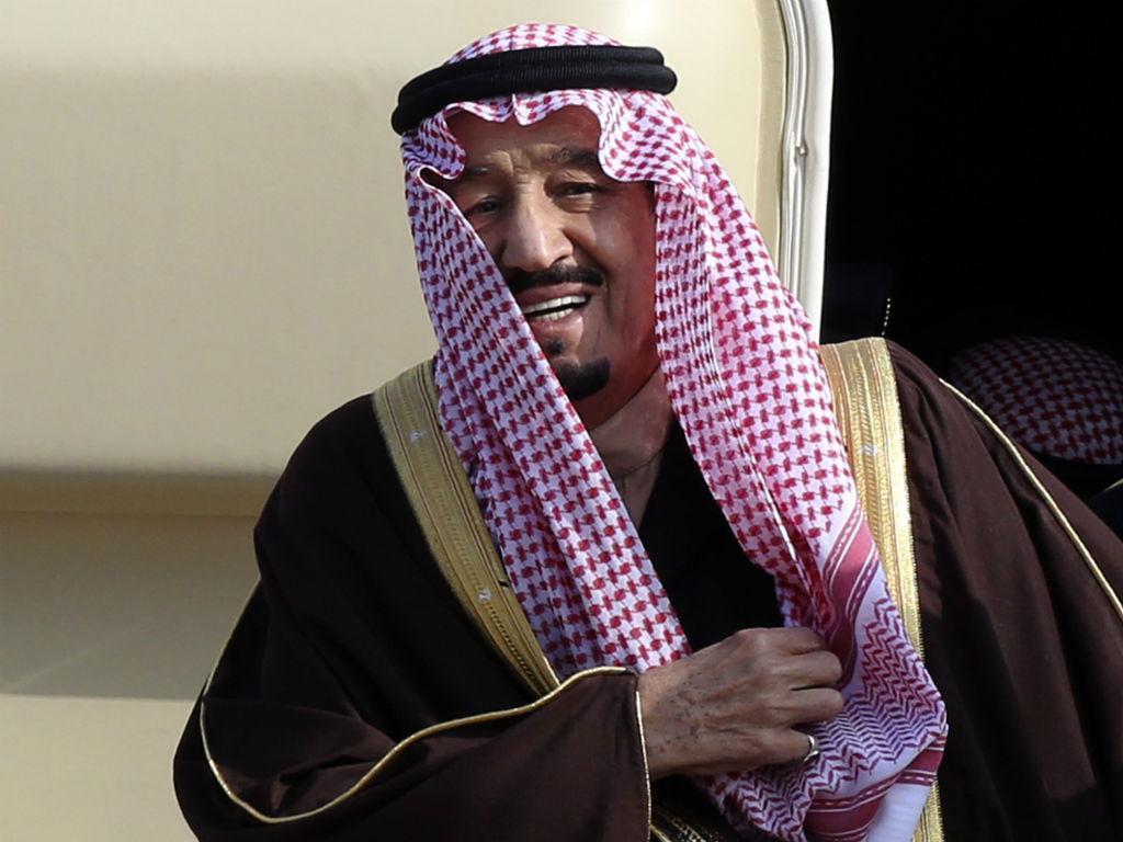 Rei da Arábia Saudita fecha praia em França (Reuters)