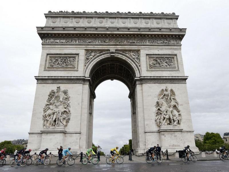 A consagração para Chris Froome na Volta a França. O Tour despediu-se hoje de Paris (Reuters)