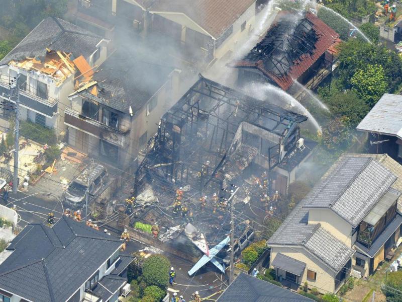 Queda de avião faz três mortos em Tóquio [Reuters]