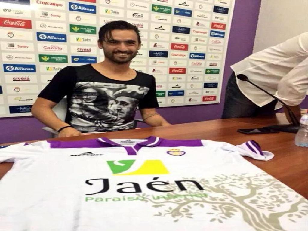 Nuno Silva apresentado no Jaén com camisola de Franco e pediu desculpa