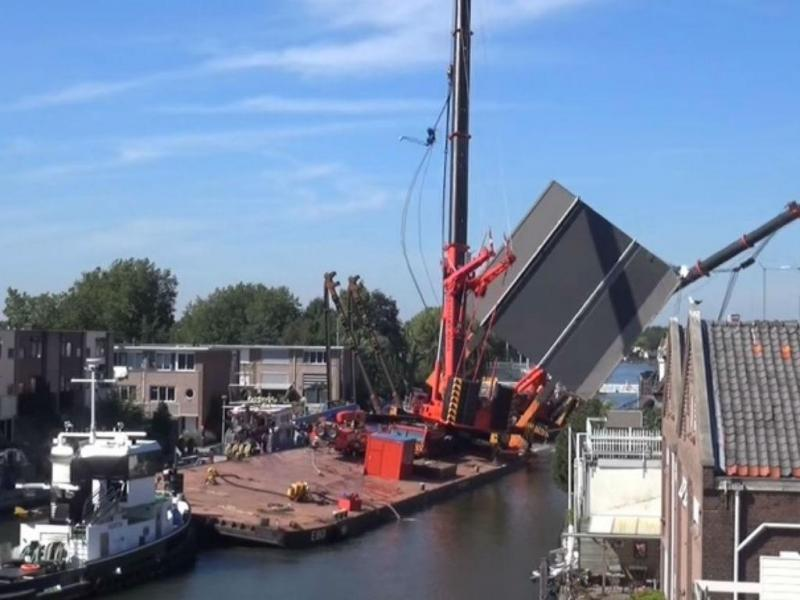 Queda de grua na Holanda (Reprodução Youtube)
