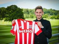 Sergio Molina no Stoke City - imagem do site oficial