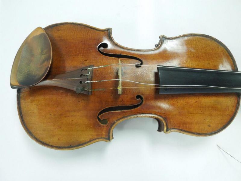 Stradivarius roubado reaparece (EPA/FBI)